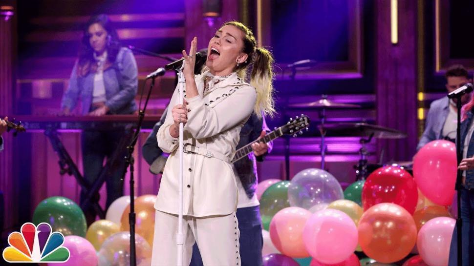 Miley Cyrus confiesa cómo iba drogada a programas de televisión