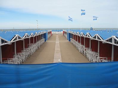 El Precio De Carpas Y Sombrillas En Mar Del Plata El
