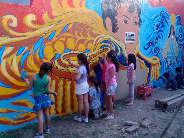 Chicos de un comedor infantil pintaron un mural inclusivo for El mural pelicula argentina