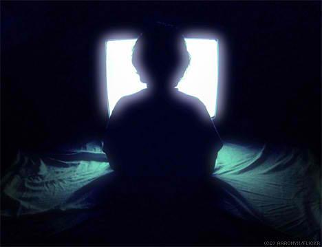Resultado de imagen para ver tv noche