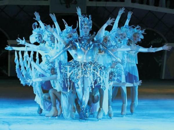 Llega a tucum n un espect culo de patinaje art stico y Espectaculo artistico de caracter excepcional
