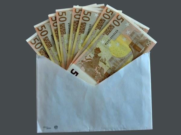 Resultado de imagen de dinero en sobres