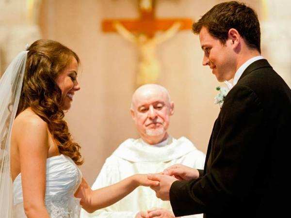 Matrimonios Catolicos Felices : Un estudio afirma que las mujeres sin relaciones previas