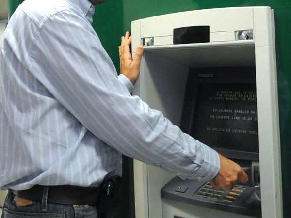 Detectan un virus que permite robar dinero de cajeros for Ingresar dinero cajero abanca