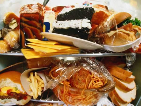 El exceso de alimentos con grasa y azúcar disminuye la